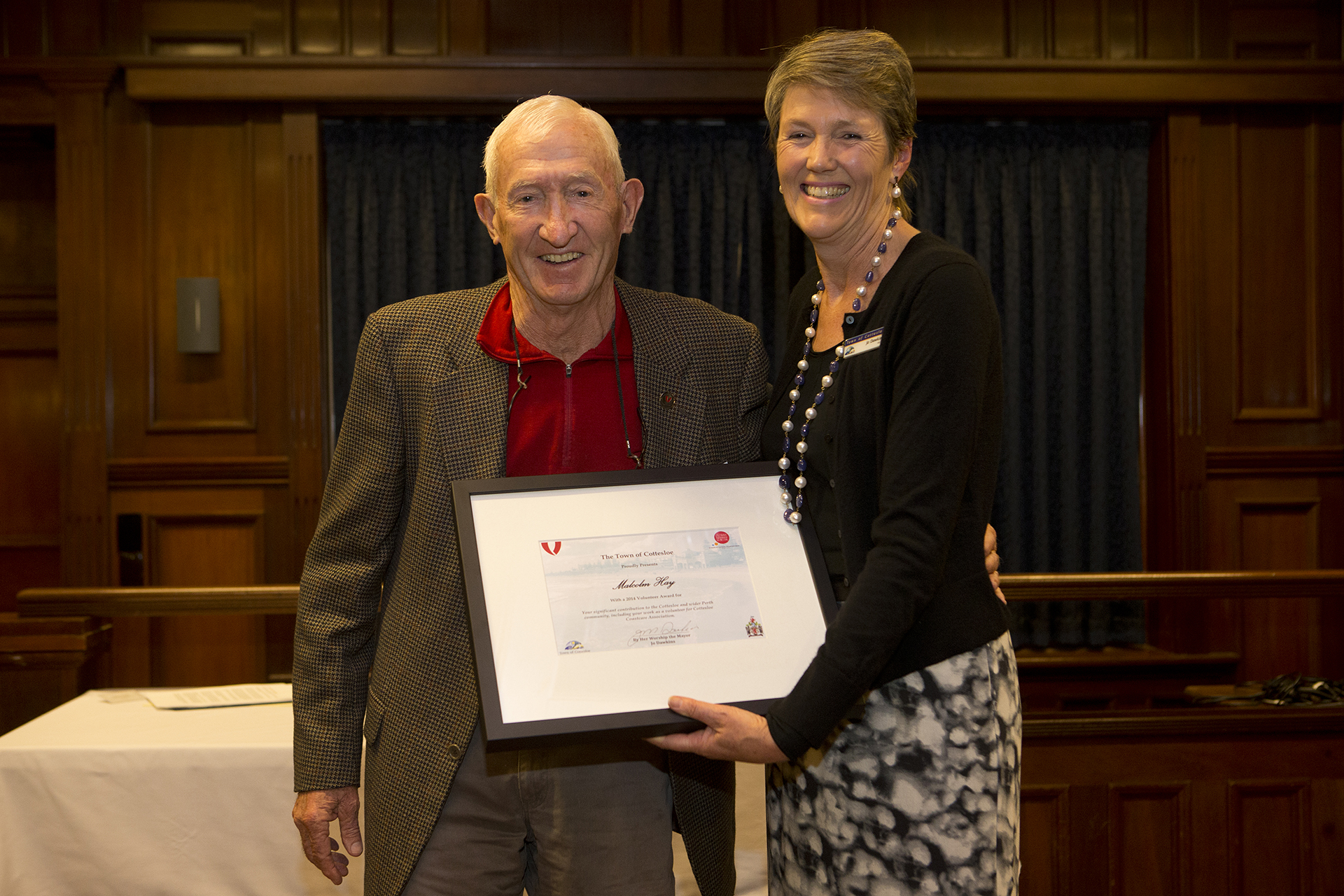 Malcolm receiving the Award from Town of Cottesloe Mayor, Jo Dawkins