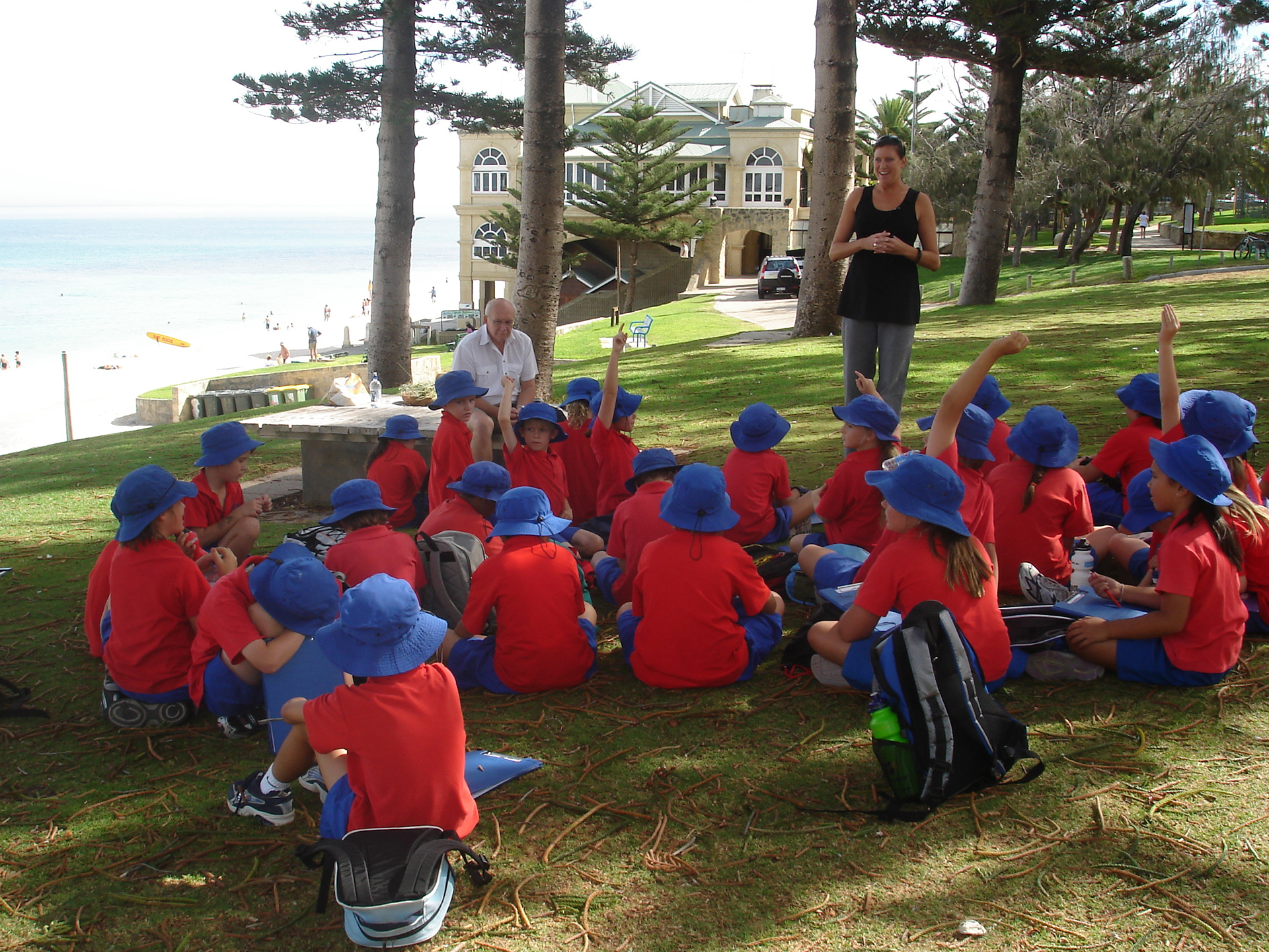 Kate teaching Cottesloe school children about the coast